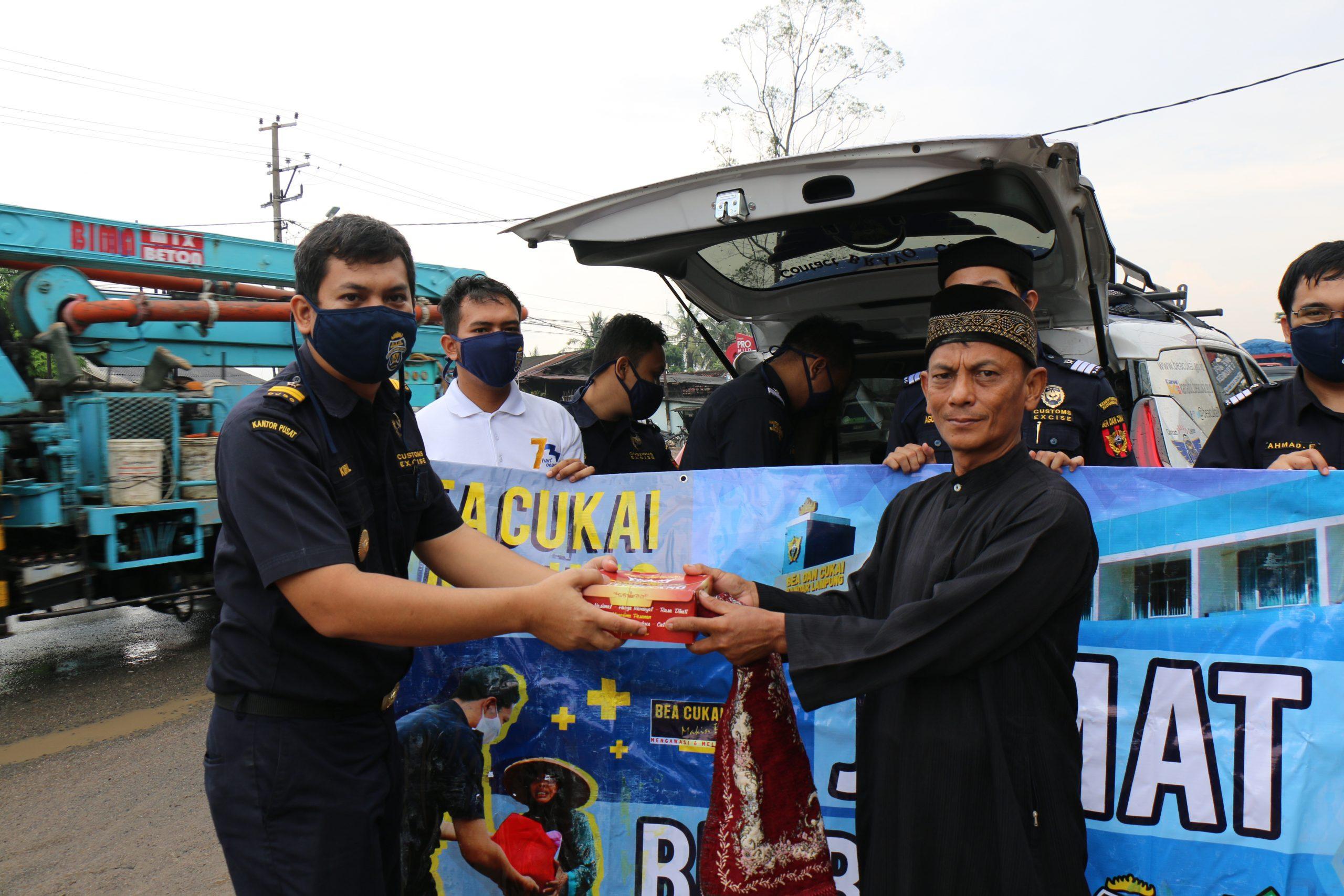 Bantu Sesama, Bea Cukai Lampung Konsisten Adakan Kegiatan Jumat Berbagi