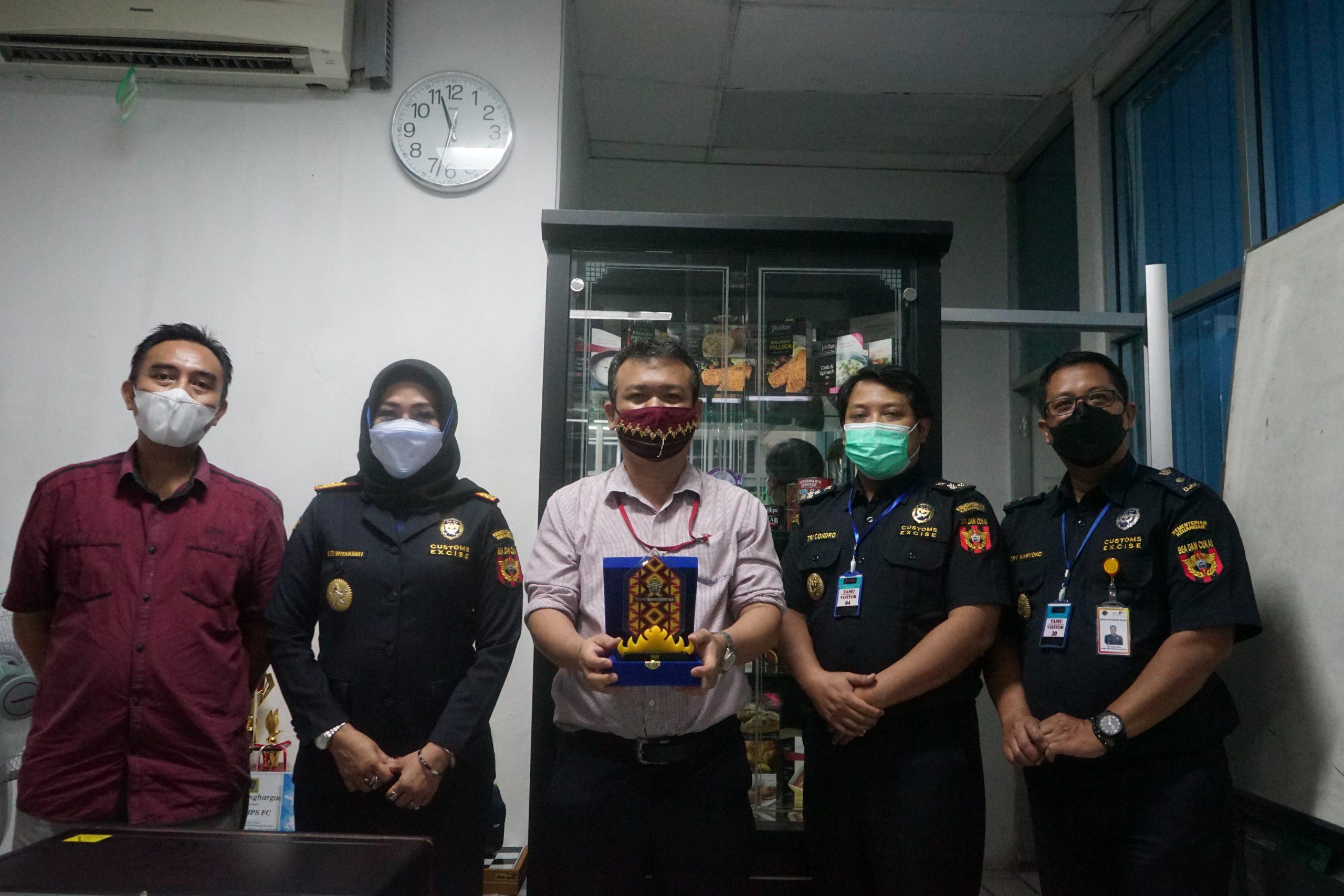 Jalin komunikasi, Bea Cukai Bandar Lampung mengunjungi PT Phillips Seafood Indonesia